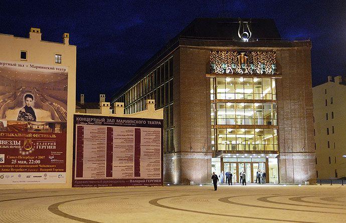 Склад на Декабристов теперь Концертный зал Мариинки. был склад на Декабристов, годами хранили там.
